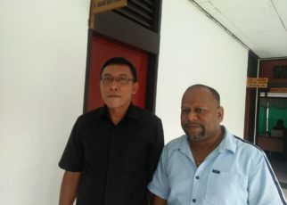 Korbid Aspidsus Kejati Papua, Dedi Kurniawan didampingi Kasi Eksekusi Aspidsus Kejati Papua, Yushak Ayomi, yang ditemui di Kejaksaan Negeri (Kejari) Manokwari, Kamis (6/9/2018)