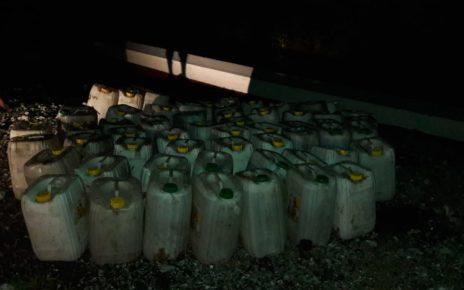 Ribuan Liter Miras Jenis Cap Tikus Yang Disita Anggota Sat Brimob Polda Papua Barat, Senin (17/09/2018)