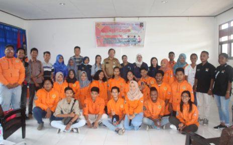 Mahasiswa Jurusan Teknik Geologi Unipa Sorong bersama Dosen di ruang perkuliahannya