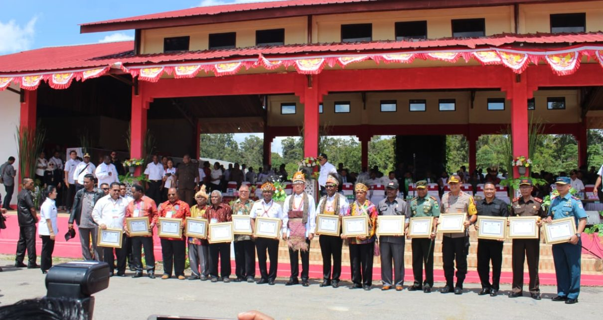Mendagri, Tjahjo Kumolo didampingi Gubernur bersama Forkopimda Papua Barat dan Maybrat dalam perdamaian ibukota Maybrat di Kumurkek, Rabu (3/10/2018)