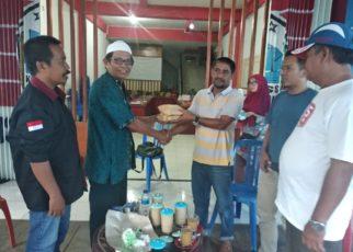 Penyerahan bantuan Kerukunan Keluarga Luwu Raya/ Ikatan Pemuda Luwu Raya Papua Barat ke Posko KKSS Peduli Palu dan Donggala,Sulawesi Tengah, Sabtu (6/10/2018)