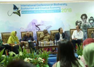 Plenary Session ICBE 2018 di Ruangan Kasuari, Lantai 1 Kantor Gubernur Papua Barat, Senin (8/10/2018)