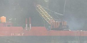 Alat Berat (Kren) Yang digunakan kapal puma 7 untuk meloloskan kapal dari kandas malah merusak pohon-pohon sekitar Air Terjun Kiti-kiti
