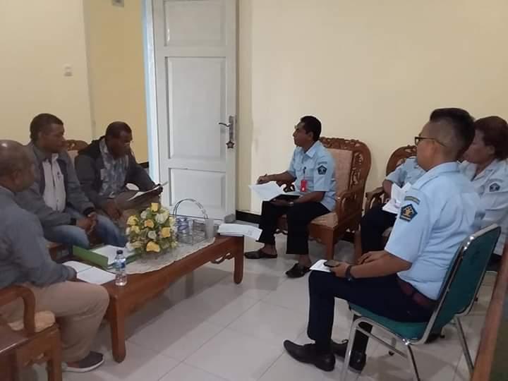 Audiens Pengurus LP3BH Manokwari bersama Jajajar Kanwil Kemenkumham Provinsi Papua Barat di Kantor Kanwil setempat, Selasa (6/11/2018)