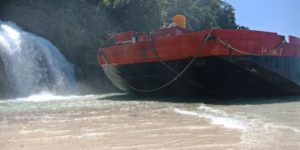 Kandas di Pantai Wisata Air Kiti-kiti, Kapal Puma 7 Merusak Destinasi Wisata Air Terjun Air Kiti-kiti, Kabupaten Fakfak