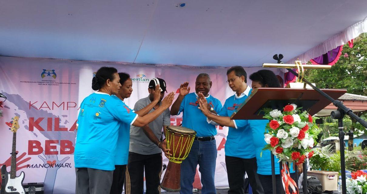 Kampanye Kilau Generasi HIV AIDS di eks Kantor Polda Papua Barat, Manokwari. Sabtu (01/12/18).