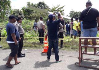 Kapolres Mamberamo Raya, AKBP Dominggus Rumaropen,S.Sos memantau langsung evakuasi badan pesawat PK-ASE Alfa Trans di TKP