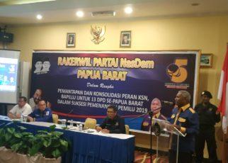 Ketua DPW Partai NasDem Papua Barat, Drs Dominggus Mandacan menyampaikan sambutan sekaligus membuka secara resmi Rakerwil Partai NasDem Papua Barat di Aston Niu Manokwari, Rabu (5/12/2018)