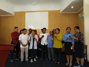 Lantunan lagu yang dipersembahkan Vokal Group Kemah Daud Rufei