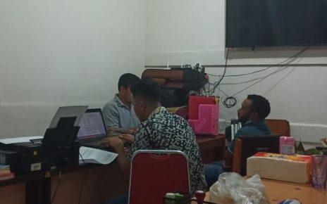 Tersangka AS saat di periksa penyidik Ditresmkrimum Polda Papua