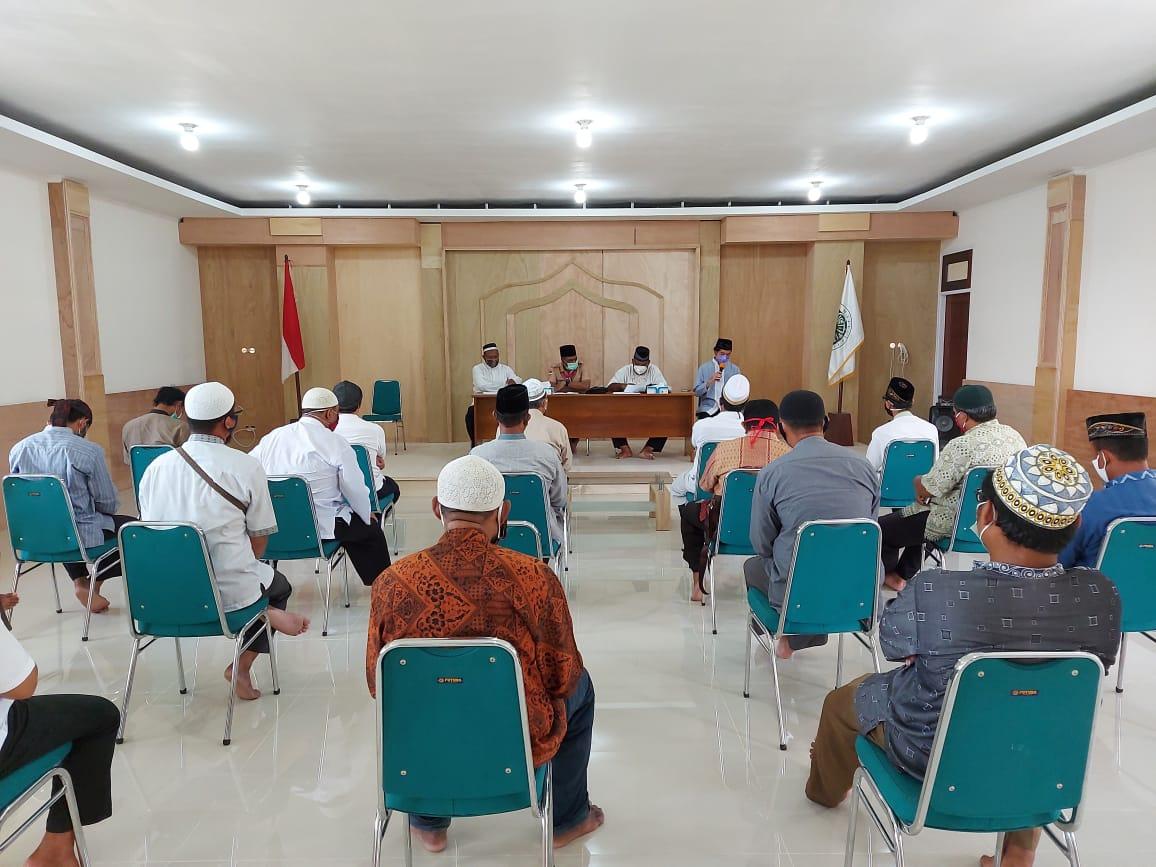 Para Takmir Masjid bersama Tokoh Ormas Islam saat menghadiri pertemuan.
