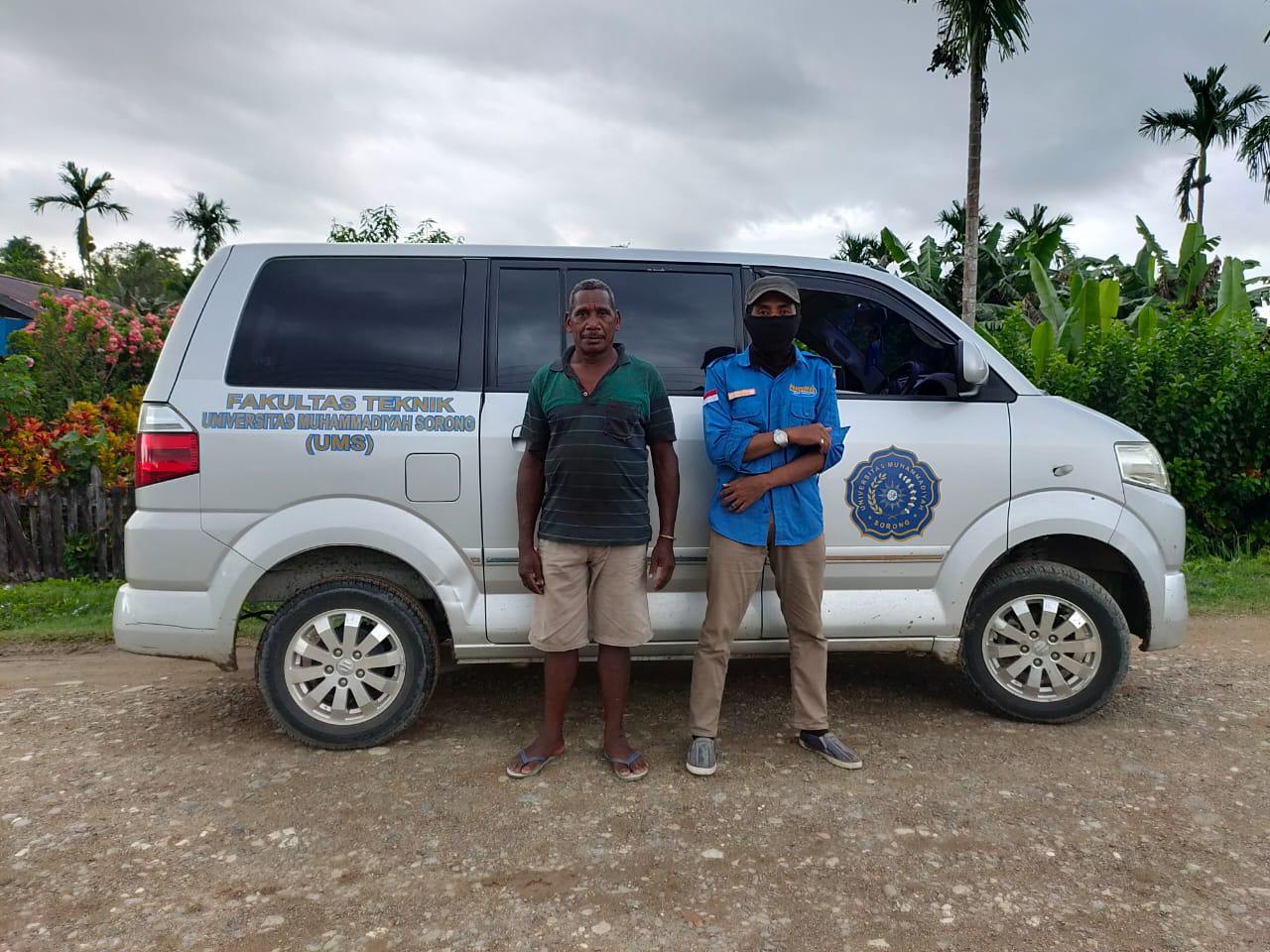Fasilitator Masyarakat Pamsimas, Hamdani Tukloy bersama Koordinator KKM Kampung Ninjimur. [dok pamsimas]