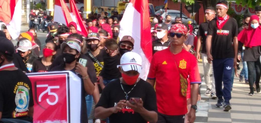 Jalan Sehat dihadiri Puluhan Masyarakat Seram Barat Kota Sorong. [foto: trisnah-sr]