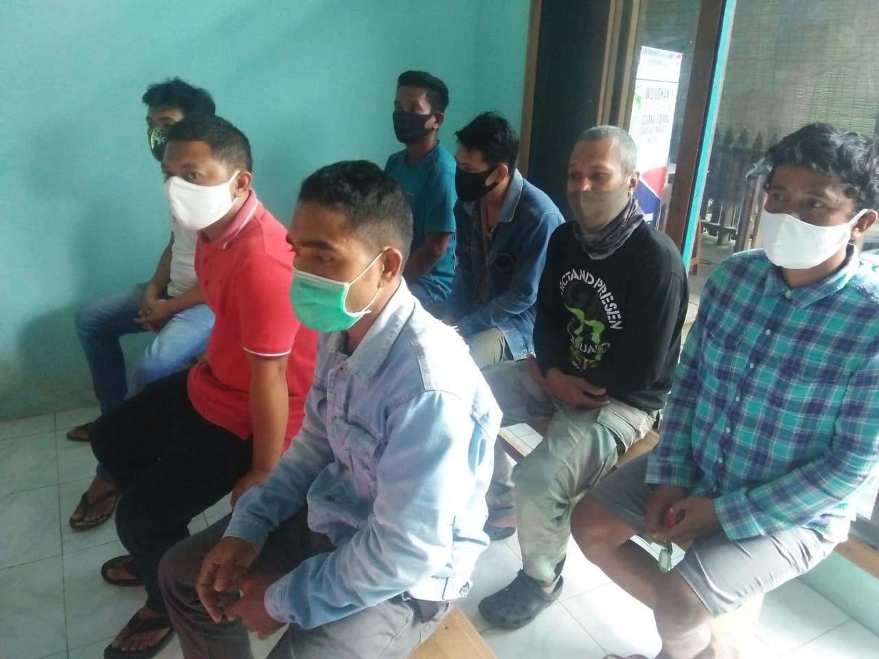 Sembilan karyawan yang dirumahkan sepihak oleh hotel Marina Mamberamo.